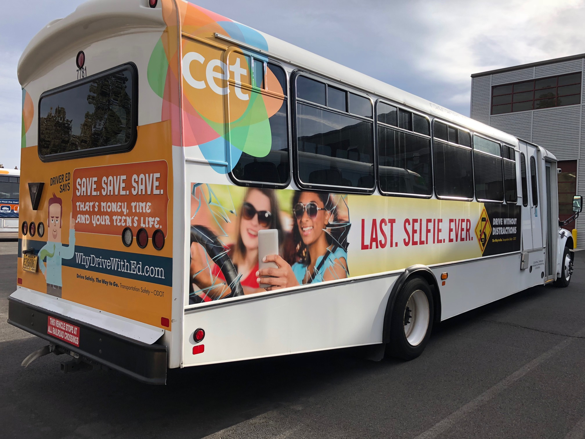 CET bus with graphics